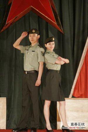 07式军官短袖夏常服-新疆军区举行07式新军服试穿展示观摩会图片