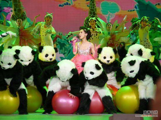 《森林舞会》,黄圣依不仅成为今年央视春晚舞台为图片