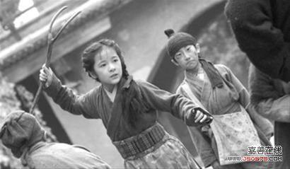 祠并祭拜木兰,马楚成,赵薇,房祖名,徐娇代表《花木兰》剧组赠送木兰军