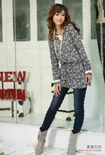 灰色印花长衫搭配修身牛仔裤设计
