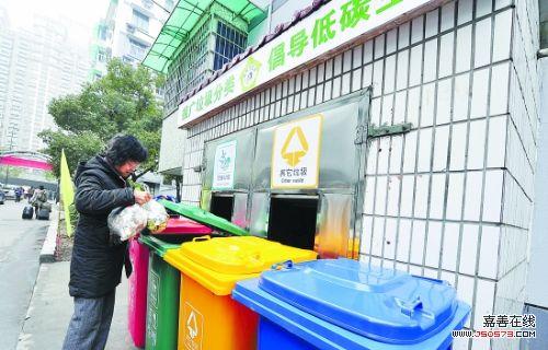 分类垃圾桶根据小区的居住人口和户数配置