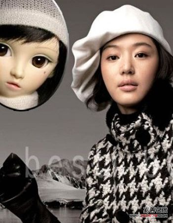 (相似度:94%) 大大的眼睛佩戴白色的毛线帽,就像可爱的洋娃娃!