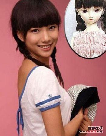 (相似度:96%) 齐刘海+两个麻花辫的造型,清纯的可爱娃娃.