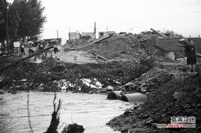 """事发 """"两个村民被撞下高架桥""""   事发现场在秦皇岛抚宁县台营镇境内"""