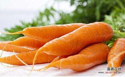 胡萝卜和100多牙签堆成塔