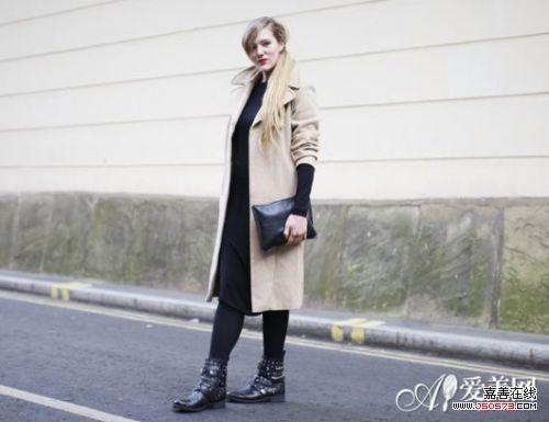 示范搭配:黑色针织长裙+驼色呢子长款大衣+黑色