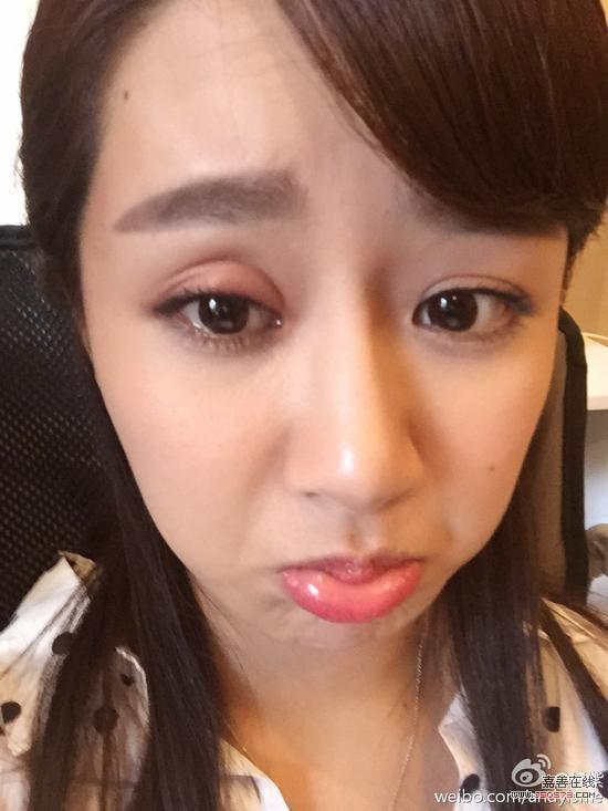 杨紫拍戏被蚊子咬成欧式双眼皮:遭罪啊