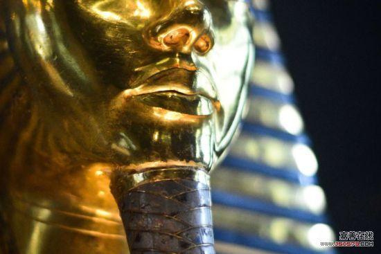埃及法老黄金面具破损之谜 并非清洁时碰落图片