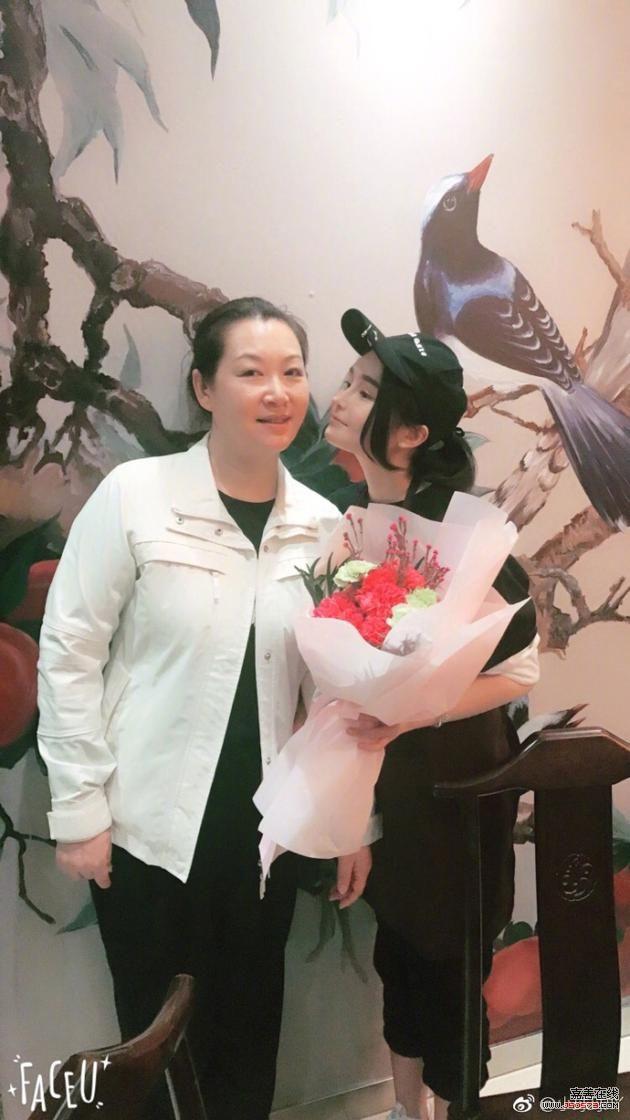 赵本山妻子和女儿