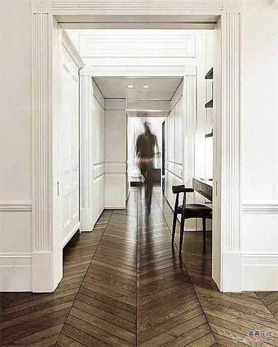 装修知识  ▲与风格搭配 在欧式或古典风格里,踢脚线需与门套,天花